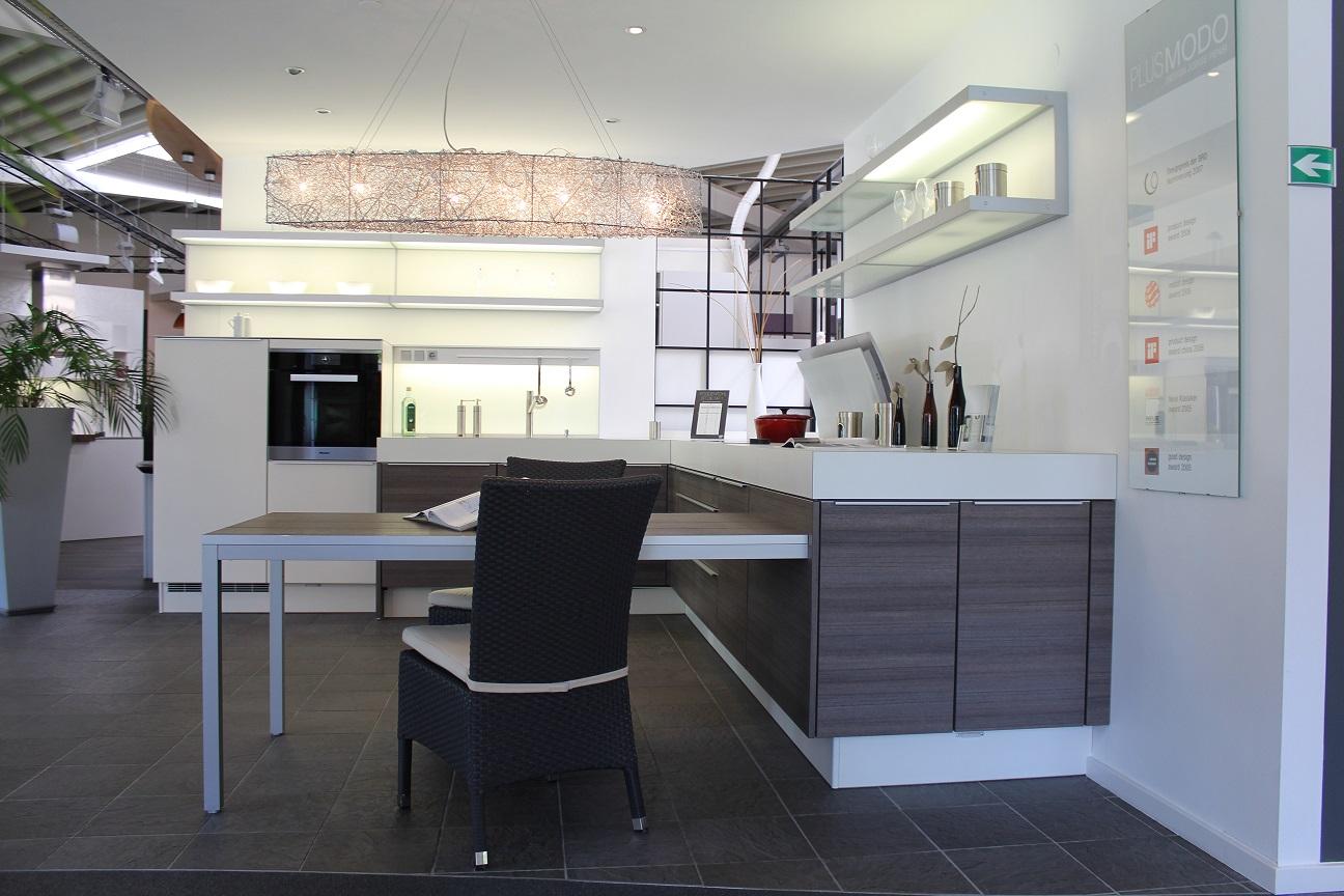 g nstige musterk che k che in l form von poggenpohl erh ltlich in solingen. Black Bedroom Furniture Sets. Home Design Ideas