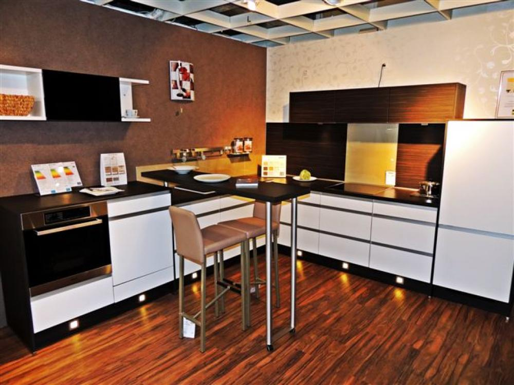 g nstige musterk che k che in l form von nobilia erh ltlich in kassel. Black Bedroom Furniture Sets. Home Design Ideas