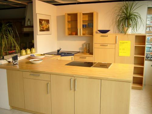 Günstige Musterküche - Küche in U-Form von Häcker - erhältlich in ...