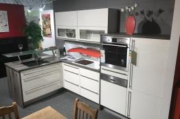 g nstige musterk chen. Black Bedroom Furniture Sets. Home Design Ideas