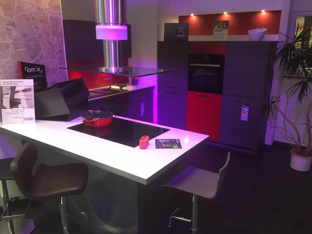 Küche in U-Form von Schmidt Küchen und Wohnwelten - Foto  1