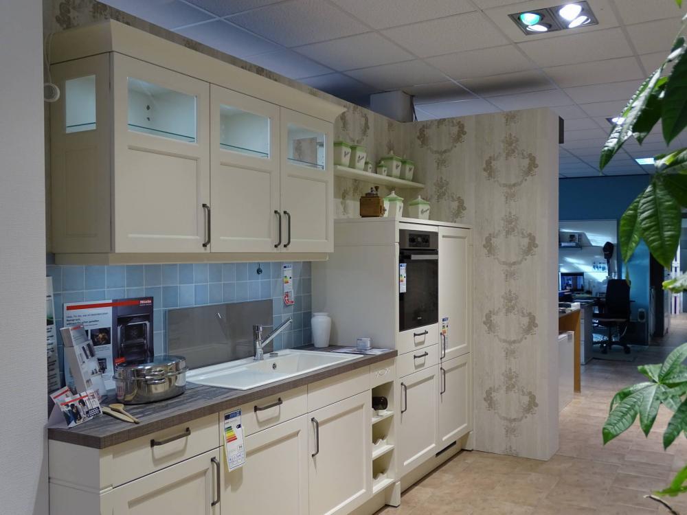 Zweizeilige Küche von BCR Küchenstudio Wunderwald - Foto  2